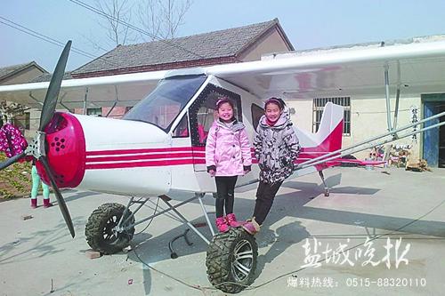 李仕龙设计制作的螺旋桨飞机.