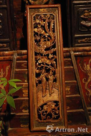 鉴宝收藏 正文  明代木雕花板线条简洁,流畅,风格古拙,表面很少油漆