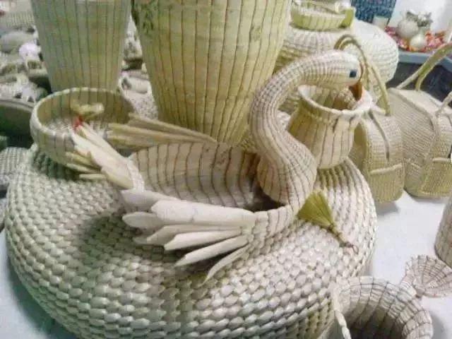 鲜芦苇手工编织动物