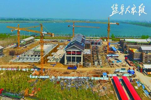 4月19日上午,新水源地及跨区域引水工程三标段盐龙湖增压泵站建设