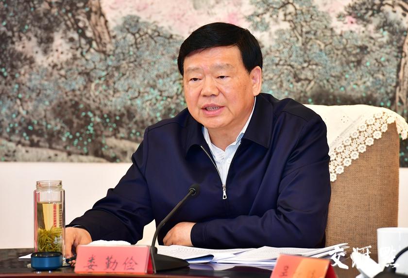 5月14日,江苏省委书记娄勤俭在南京主持召开省委常委会。交汇点记者 张筠 摄