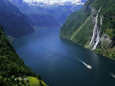 """挪威领土南北狭长,海岸线异常曲折,沿海岛屿很多,达15万个,故被称为"""""""
